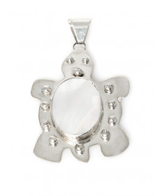 Turtle pendant with mother of pearl by Veronica Yellowhorse (Navajo)